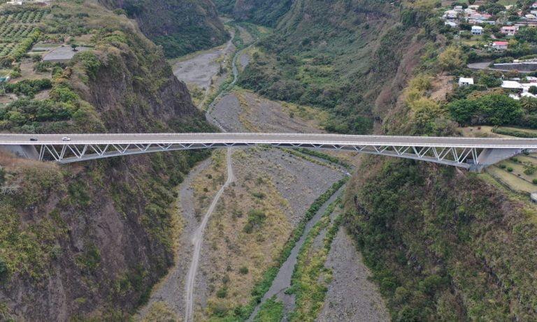 ET DRONE - Pont à la Réunion